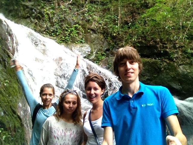 У водопада Чианг май